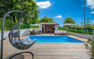 Photo for Sunny villa with private pool, washing machine, air conditioning, WiFi, sun loungers, outdoor shower and a barbecue area
