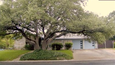 Photo for Spacious 3/2 Ranch Style House 10min to downtown Austin