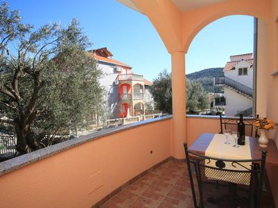 Photo for Studio flat with terrace and sea view Vinišće (Trogir) (AS-8660-c)