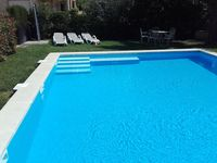 Spacious accomodation, huge garden and pool.Quiet location, easy drive from Girona airport
