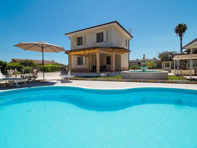 Photo for 3 Bedrooms Villa with Private Pool and Garden in seaside resort Fontane Bianche