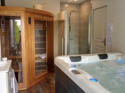 Photo for Contemporary house with jacuzzi and sauna