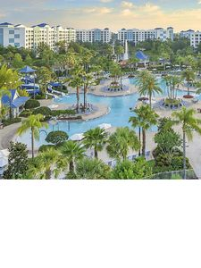 Photo for Just minutes from world-renowned attractions & family theme parks.