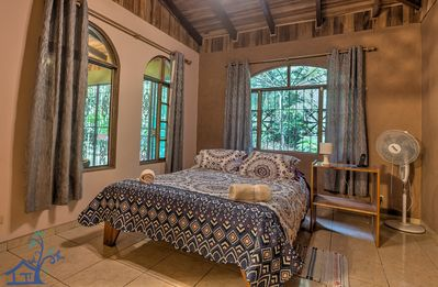 Casa Serena: tranquil home minutes away from town