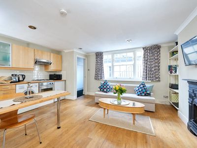 Photo for Beautiful 1Bed Sleeps 4 in Marylebone 1Min to Tube