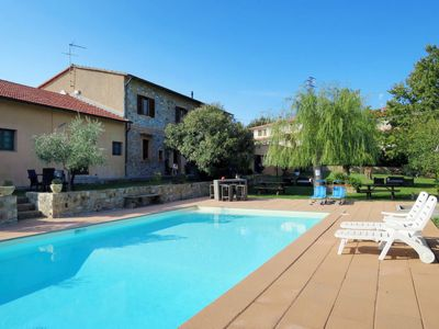 Photo for 2 bedroom Apartment, sleeps 6 with Pool, FREE WiFi and Walk to Shops