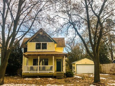 Photo for Charming house in Downtown Traverse City, walk to everything