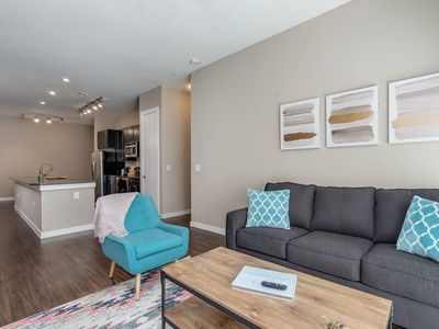 Photo for Executive 2/2 in Uptown - Perfect for Business