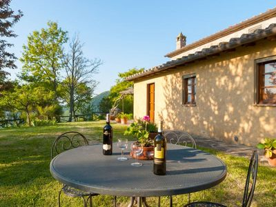 Photo for Villa for 4 persons with private pool in a panoramic position on the border between Tuscany and Umbr