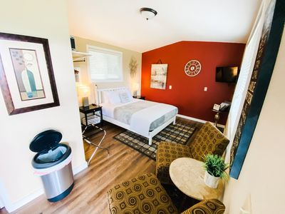 "Studio Cottage with Queen Sized Bed and 43"" Smart TV"