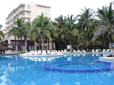Photo for Flamingos beachfront one bedroom condominium with hotel services