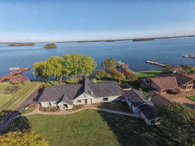 Photo for LUXURY WATERFRONT LAKEHOUSE w/NEW PRIVATE DOCK, KAYAKS, 5 MIN TO GOLF COURSE