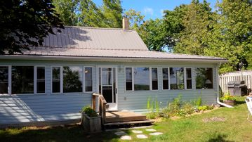 Ridgeview Retreat - Your Private Getaway on Shadow Lake