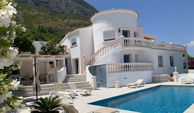 Photo for Spacious fully renovated villa with exceptional panoramic views and pool