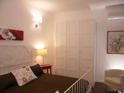 Photo for Quite, bright, tastefully decorated, it offers all comforts, 2 steps from Pantheon, free wi-fi