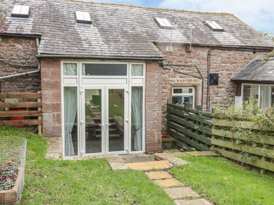 Photo for SWALLOWS NEST, pet friendly, with a garden in Armathwaite, Ref 996947