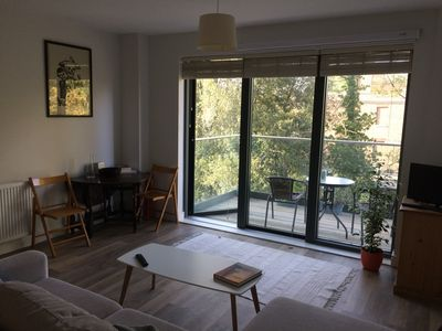 Photo for Twickenham - modern, double-bed flat near station