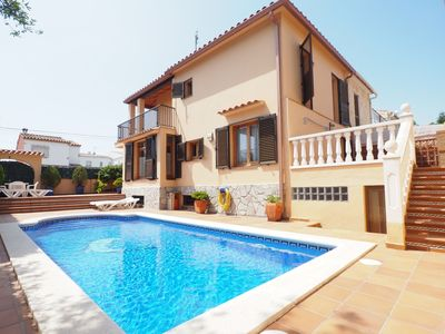 Photo for House with big private pool and 4 bedrooms.