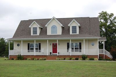 COUNTRY HOME ON 8 ACRES WITH ALL YOU NEED FOR A RESTFUL STAY.