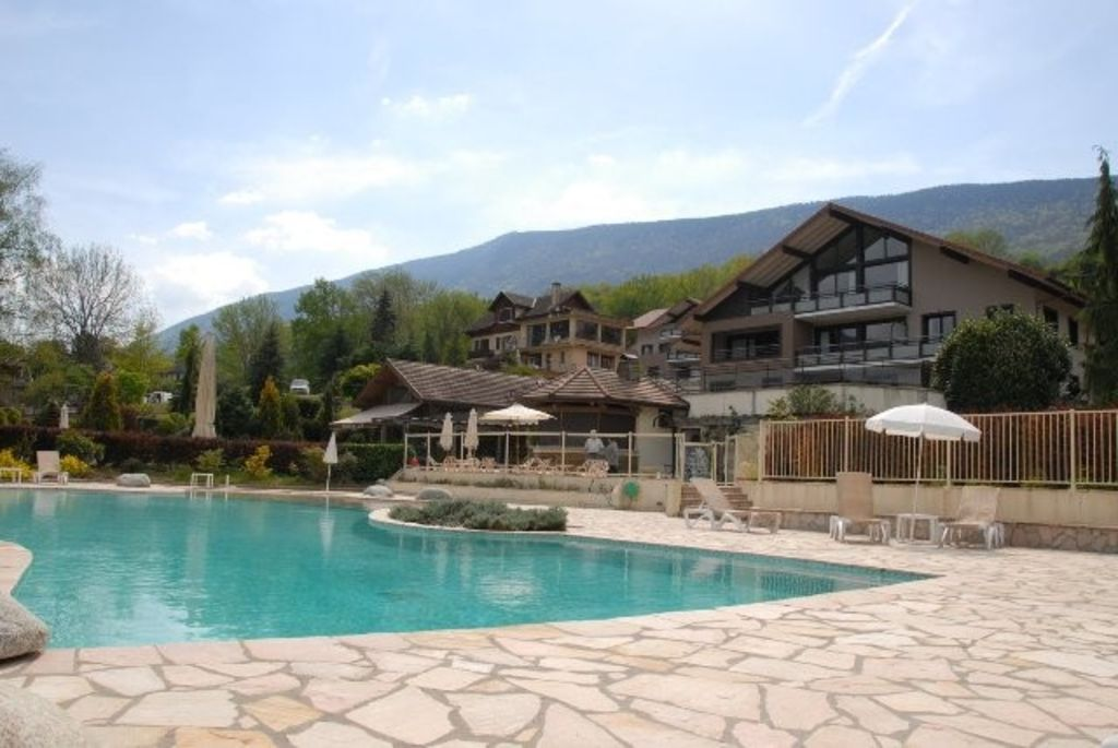 Apartment in residence with swimming pool near lake annecy san diego san diego county for Lake annecy hotels swimming pool