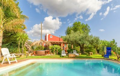 Photo for Magnificent country villa with swimming pool surrounded by vineyards