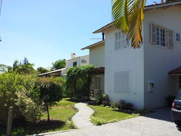 Great house in a gated community with private pool a block from the beach