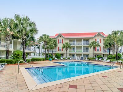 Photo for Delightful condo w/ shared pool close to the beach - snowbirds welcome!