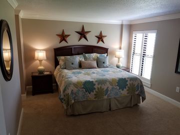 Master  Bedroom w/King size bed.
