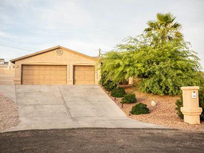Photo for Beautiful Private Pool, Relaxing Quiet Neighbourhood, Perfect Lake Havasu House