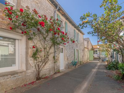 Photo for Family villa in the heart of the village, completely renovated
