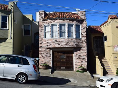 Newly Remodeled, Totally Private Suite W/Parking, Convenient Public Transit