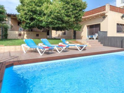 Photo for 3 bedroom Villa, sleeps 5 with Pool, FREE WiFi and Walk to Shops