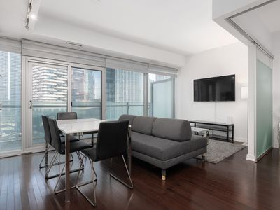 Photo for Luxury 1BR + 2 BED in Heart of DT / FREE PARKING