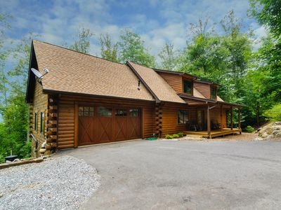 Photo for Elk Mountain Lodge sleeps 8-16 with hot tub!