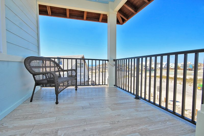 Turtle Tracks - Enjoy two large balcony with lagoon views, Community Pool , Complimentary Wi-Fi , Plenty of Space for Your Gatherings in Pass Time Cottages! access to Coastal Bird Watching and West Pass Beaches,Bay Side Boating Views. Great for kayak of paddleboard.