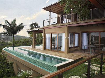 Photo for Beautiful house with 5 suites, with unique view of the Ferradura