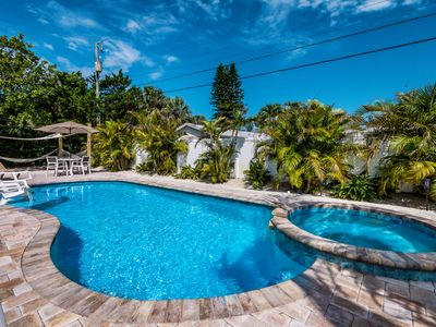 Da Beach House:  Adorable Ground Level with Heated Pool, Hot Tub, Close to Beach