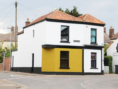 Photo for ROSE COTTAGE, pet friendly in Gorleston-On-Sea, Ref 984030