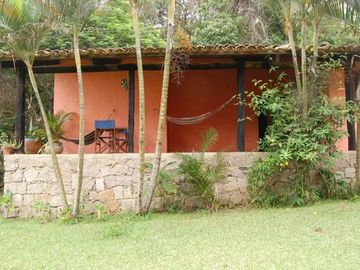 Surrounded by rain forest, prox waterfalls, tasty and huge terrace garden.