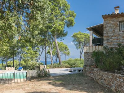 Photo for Beautiful villa with sea views, close to beaches, pool and BBQ.