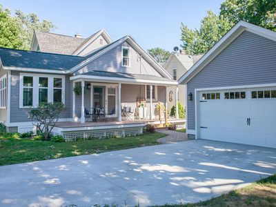 Beautiful Downtown Holland Home next to Lake Mac and Kollen Park