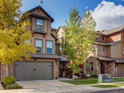 Photo for Family-friendly townhouse w/ private hot tub & shared seasonal pool - dogs OK!
