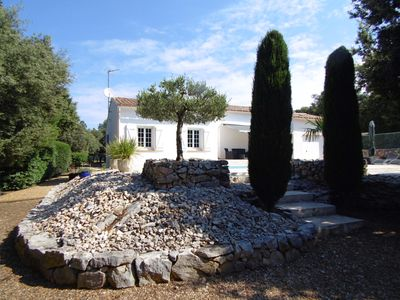 Photo for Charming villa fully equipped, facing south, large plot, pool 8x5,