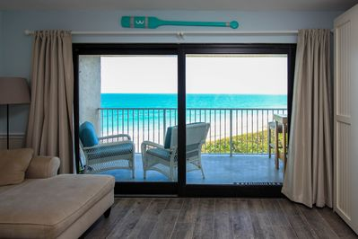 The view can't be beat! Watch the Atlantic from the living room and kitchen!
