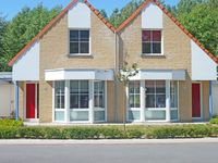 New clean and close to beach and dunes and town centre