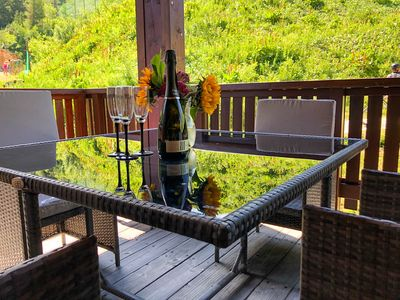 Photo for Gorgeous 2 bed apartment with views of the slopes which can sleep 6.