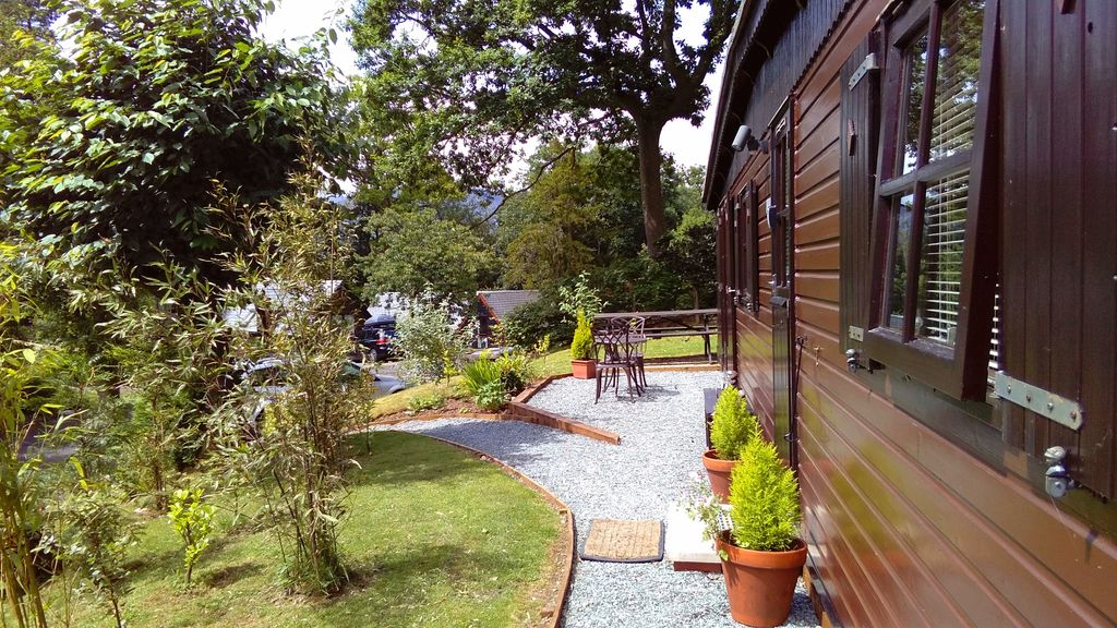 THIRLMERE LODGE. Central Lakes log cabin. Free use of swimming ...
