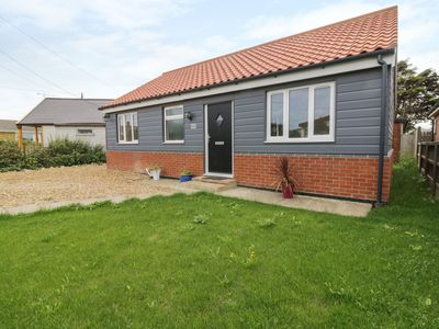Photo for HILLCREST, pet friendly, with a garden in Eccles-On-Sea, Ref 990852