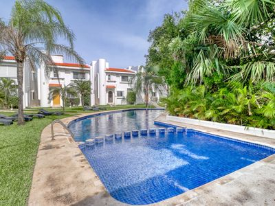 Photo for NEW LISTING! Comfortable condo w/ shared pool, 10 min. to beach, bikes for rent