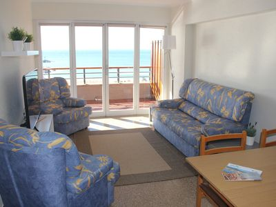 Photo for Bright apartment facing the sea for 4 people with services